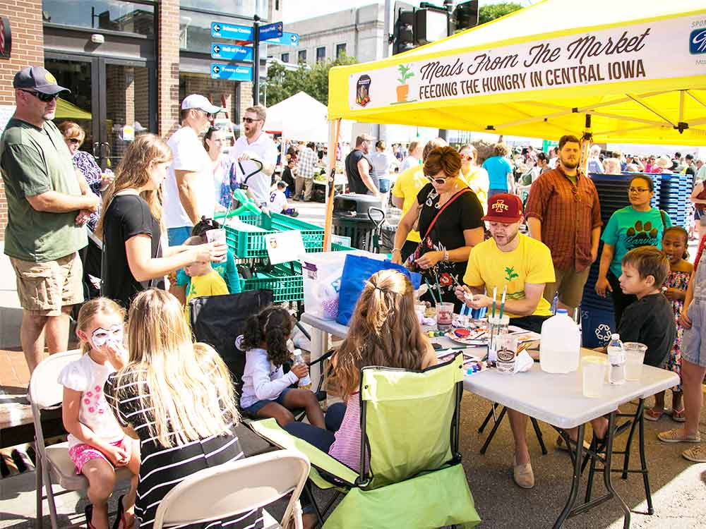 Volunteer at the Downtown Farmers' Market